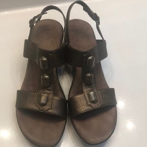 A2 Aerosoles unique comfort system bronze sandals